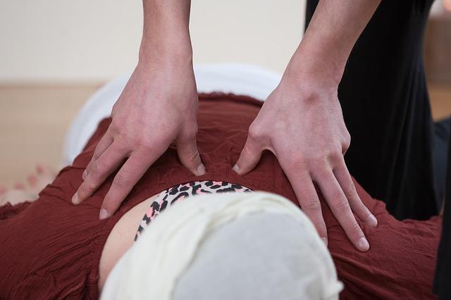 Ženské ruky, masáž.jpg
